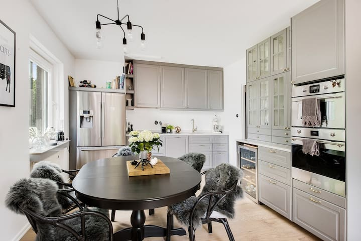 Kitchen with room for up to 8 ppl seated