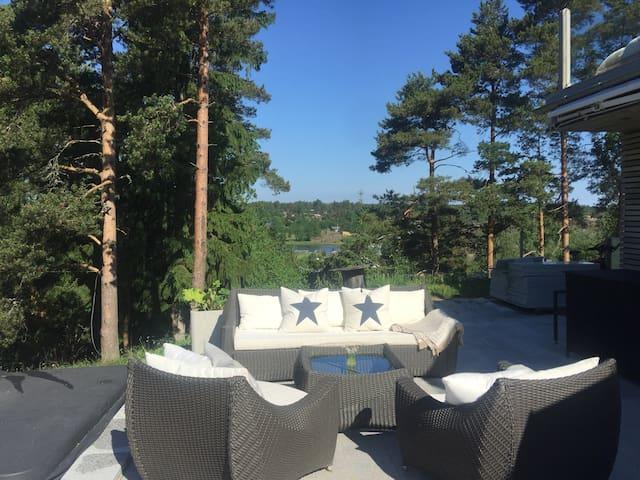 Villa og hytte i ett med utsikt til Fjorden