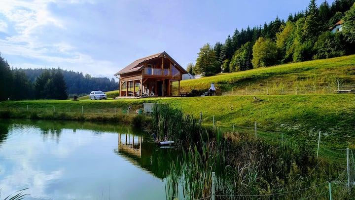 Teichhütte mit 2 Fischteichen am Waldrand