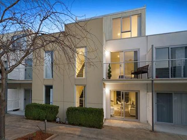 In the Centre of Box Hill - Box Hill - Apartment