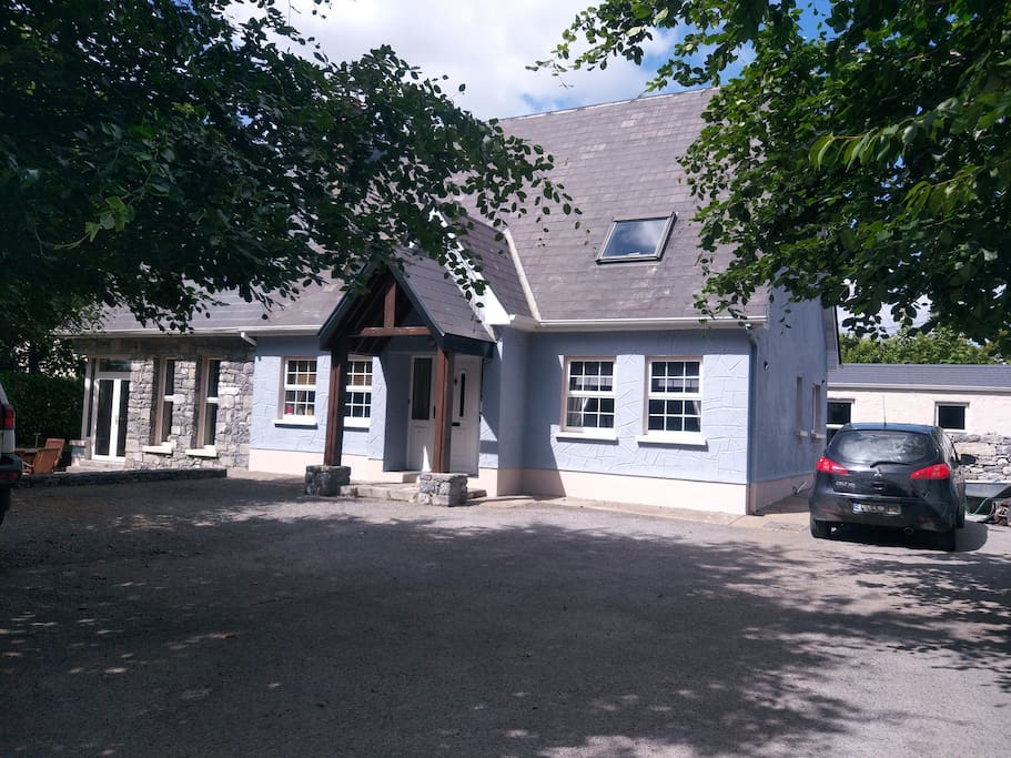 Rest And Relax In The Heart Of Kinvara Village Houses