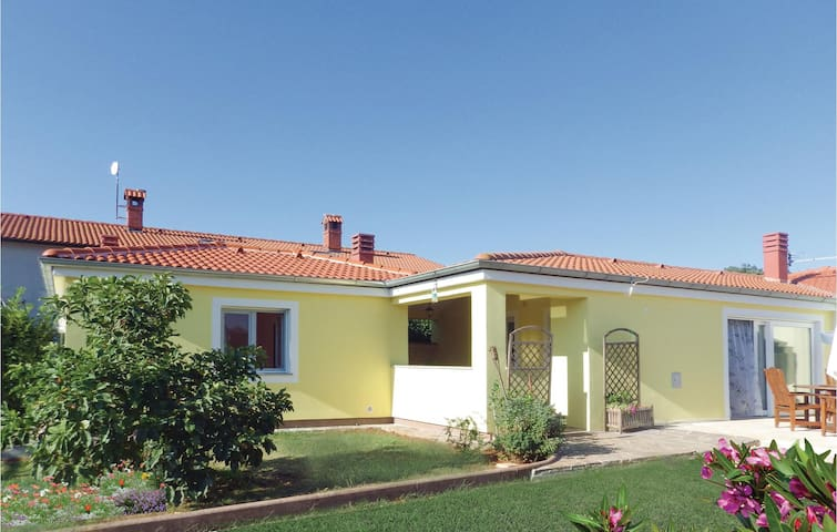 Holiday cottage with 4 bedrooms on 117 m² in Loborika