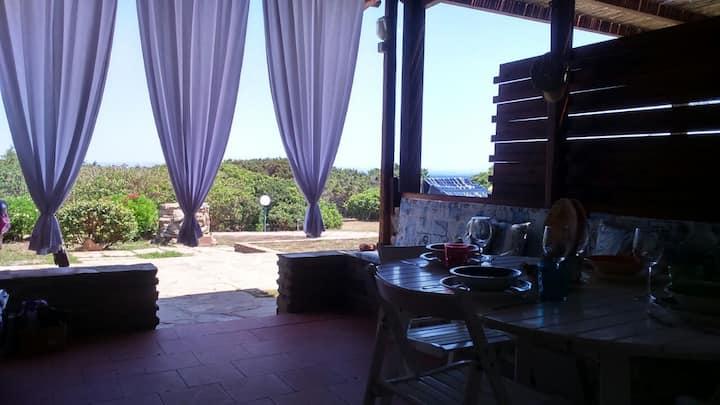 Grazioso bilocale a 100 m dal mare con veranda.