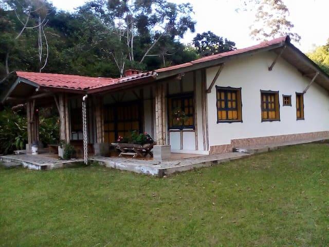 Se alquila hermosa cabaña en Salento Quindio - Salento