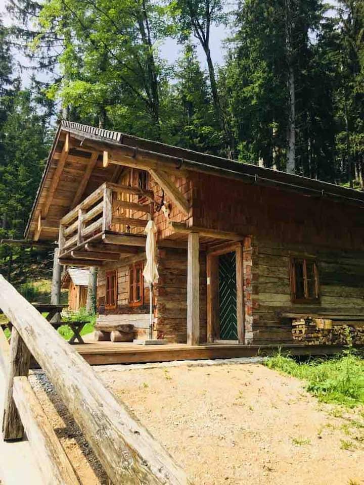 Bichl-Hütte, eine Aussteigerhütte mit Komfort
