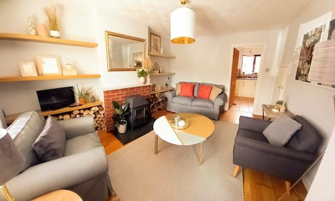 Beautifully designed 3 bedroom holiday home with indoor log burner in stunning countryside village.