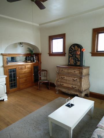 Charming 2 Bedroom Lower in older neighborhood - Milwaukee - Huoneisto