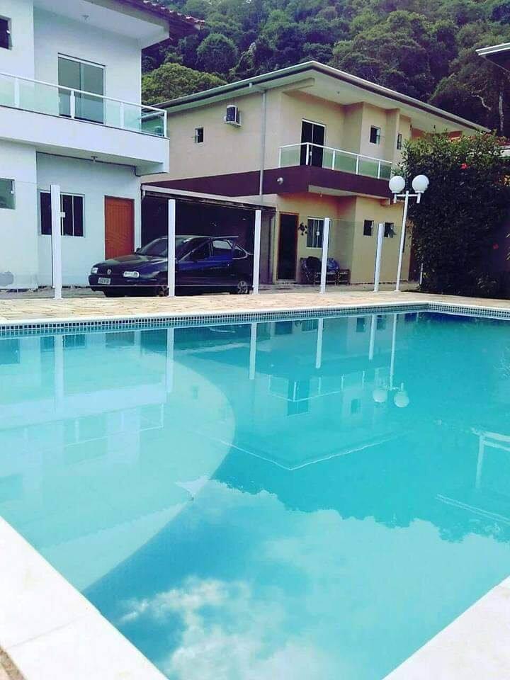 Casa com piscina na Massaguaçu