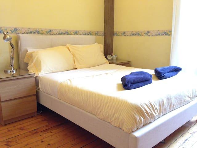 Compact and Clean Double Room - Edinburgh - Ev