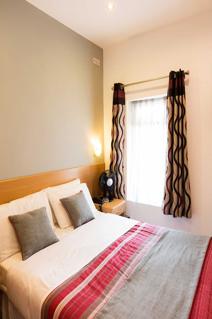 OYO London Guest House, Standard Double Room