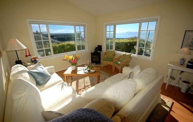 Paradise Cottage - Ocean Views & Delightful Garden - Summerland