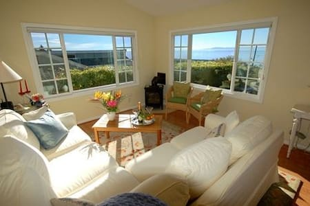 Paradise Cottage - Ocean Views & Delightful Garden - Summerland - Ev