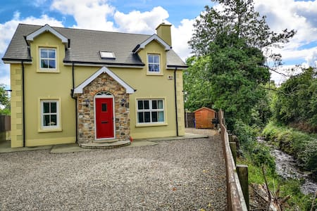 Fabulous 4 bed house 2min walk to Portsalon beach.