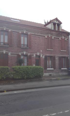 Bel appartement rénové sous comble. - Nogent-sur-Oise - Apartamento