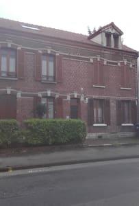 Bel appartement rénové sous comble. - Nogent-sur-Oise - Apartment
