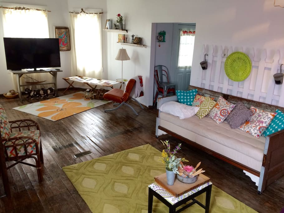 Eclectic meets charming in downtown Ste. Genevieve 3 blks from historic district
