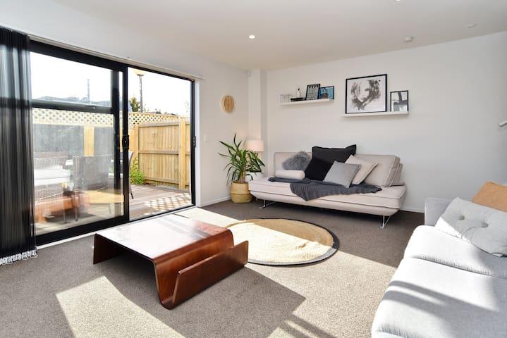 Parlane Apartment 3 - Brand new spacious apartment