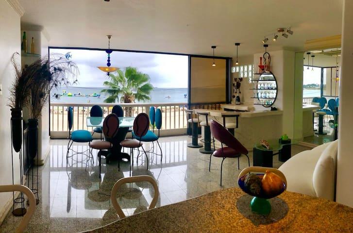 Salinas, Malecon Chipipe 3 dormitorios pie del mar