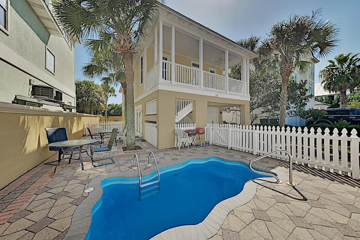 🌟 Steps from the Beach, Private Pool☀️, 2 Story Home, Walk to Beach and Restaurants.