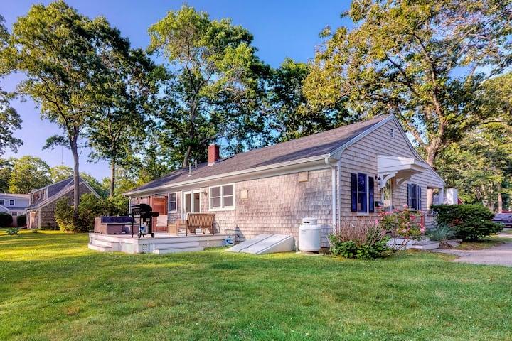 Dog-friendly house w/fenced backyard & deck - walk to beaches