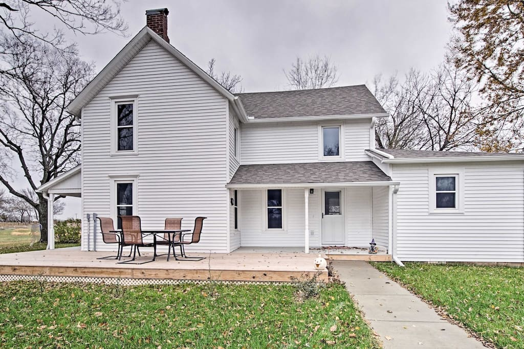 Call this 1,800-square-foot 1857 home during your vacation.