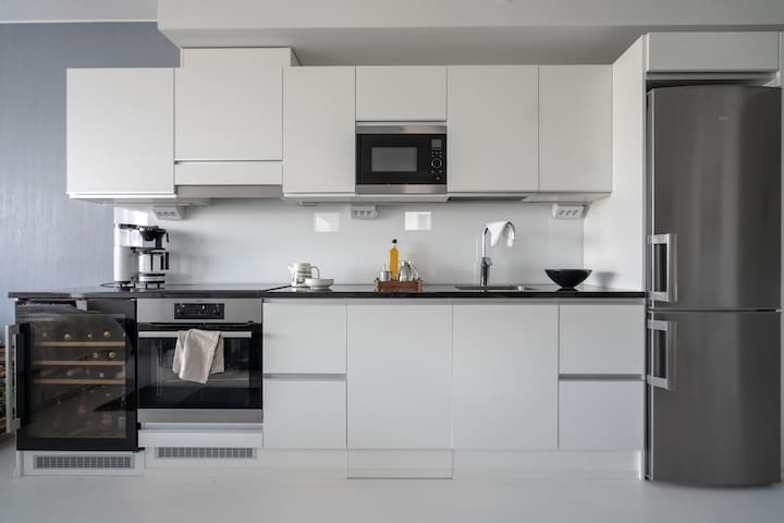 This compact kitchen has all the basic amenities for cooking and snacking.