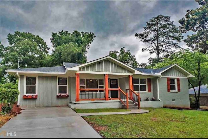 Modern Newly reno. 4/3 Full furnished Decatur home