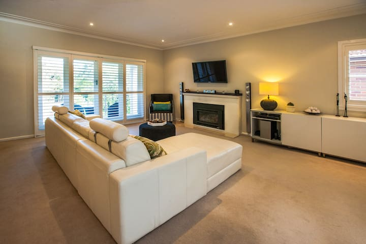 Large, bright Family Home in great leafy location - Lane Cove - Hus