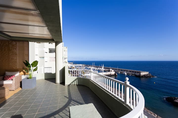 Gran terraza en primera linea