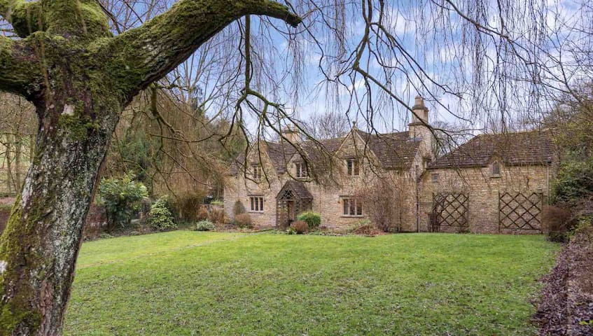 Beautiful Cotswolds House in Castle Combe