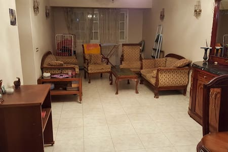 Bedroom available in shared flat in central Alex - Appartement