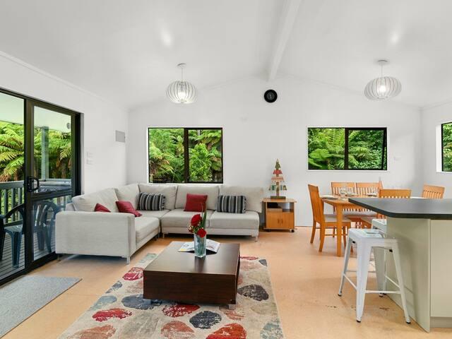 Stylish Living amongst the Treetops!