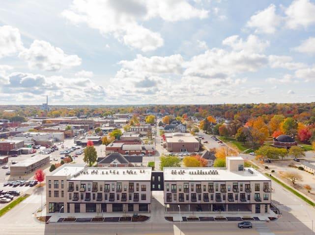 Studio Loft Steps to Historic Downtown Cedar Falls