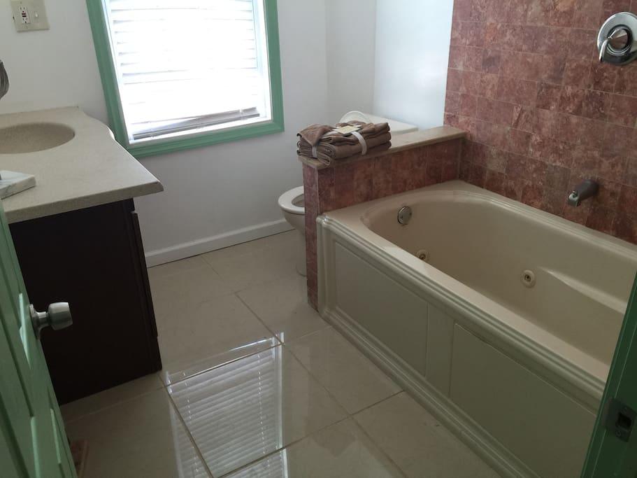 bathroom 2 fl