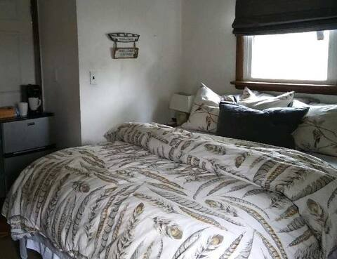 Cozy Room w/private entrance & bath in Monmouth
