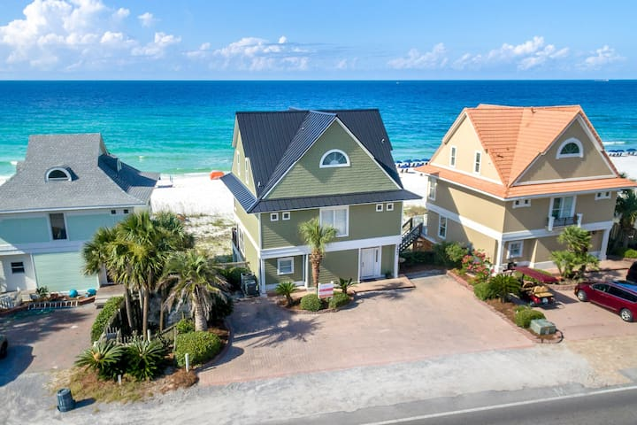 Spacious Gulf Front 3BR 3.5BA home! Stunning views and interior!