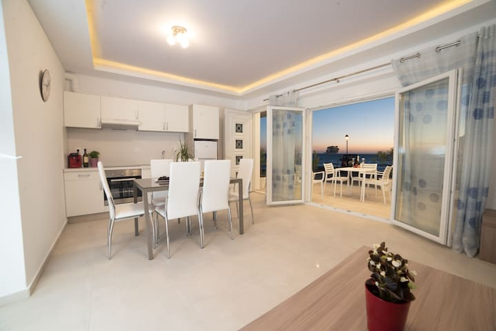 Bella Mare Luxury Apartment-B-Mimosa-