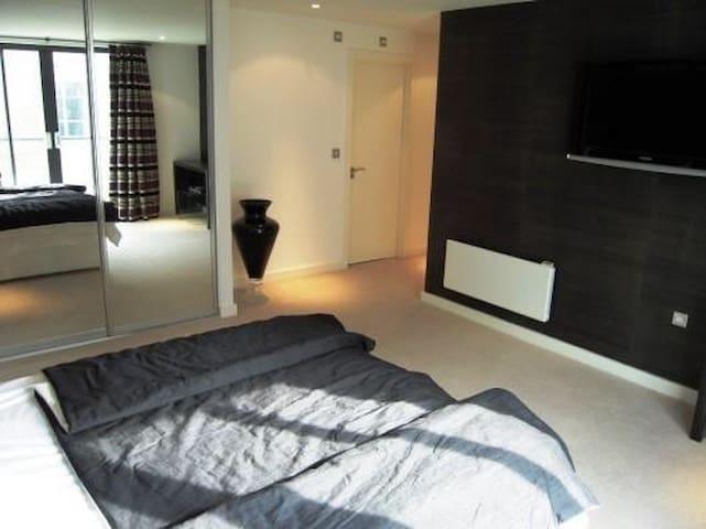 City Centre: Modern en suite double bed room