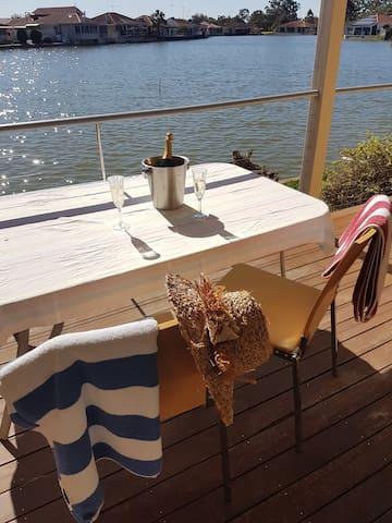 Lakeside Studio Apartment - Above the Lake