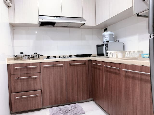Amazing Spacious 3 Bedroom Unit @ Geylang Central