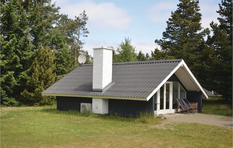 Holiday cottage with 2 bedrooms on 63m² in Blåvand