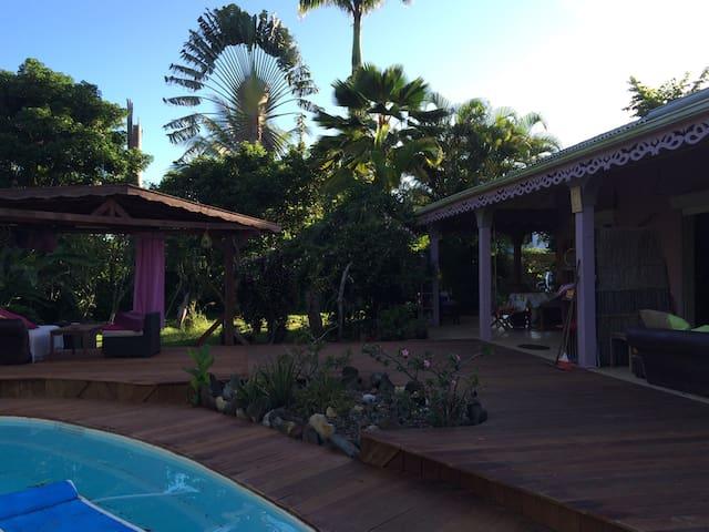 deck joignent piscine a la terrasse