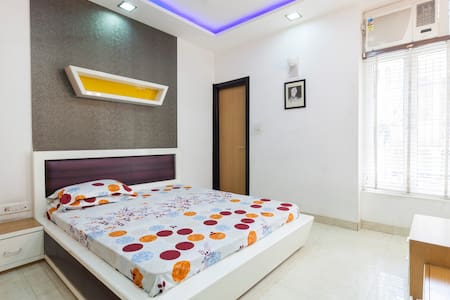 Entire Luxurious Apartment Fully AC - New Delhi - Apartment
