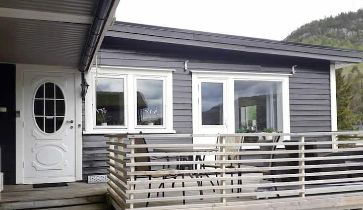 Waterside appartement in Lognavatn.