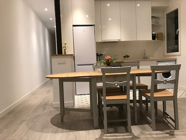 Private Bedroom with Bathroom near Atocha. - Madrid
