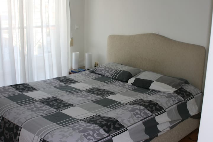 Room next to metro (Center&Airport) / Rafina bus - Chalandri - Apartament