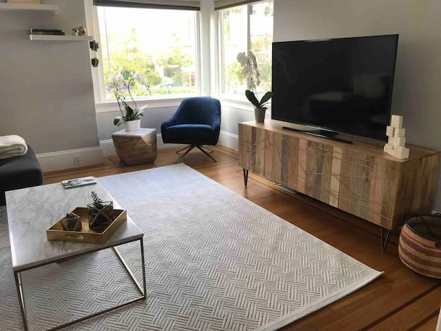 Private Room in Big Beautiful Berkeley Home