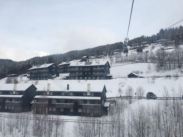 Stor leilighet i Hafjell - 4 sov - ski in/ski out
