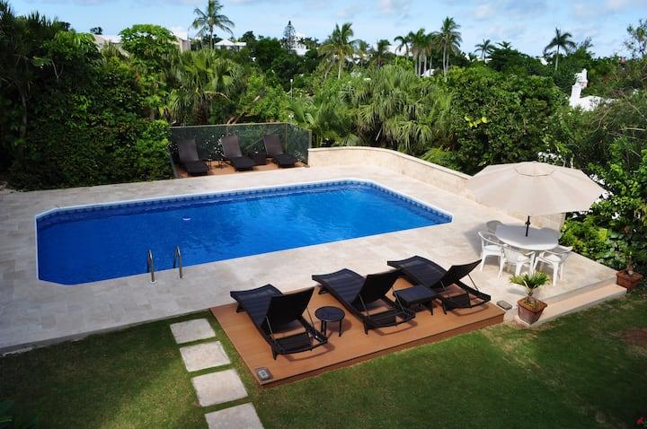 Pool, king bed, Hamilton Bermuda- Unit 12