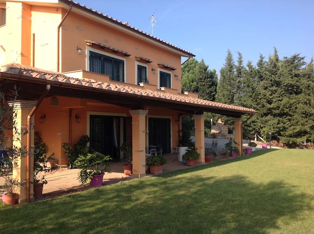 Villa Giada - Sutri - Hus